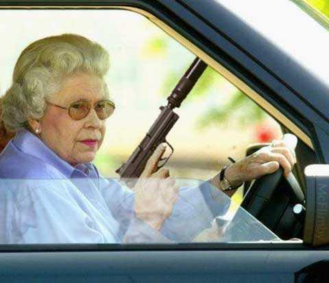 queen with gun